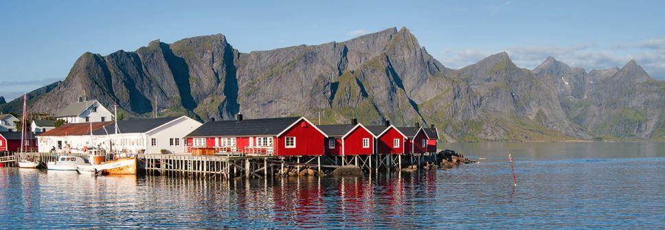 Angeln in Norwegen an Stegen vom Ufer